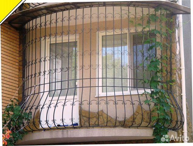 Рисунки на решетке балкона
