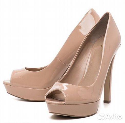 Бежевые лаковые туфли фото