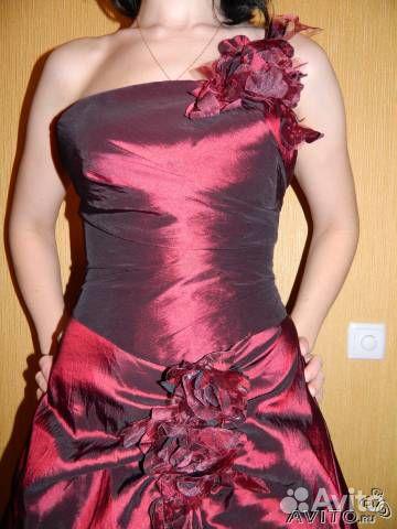 Продам очень красивый вечерний костюм юбка+корсет насыщенного бордового цвета с отливом. Размер 42-44