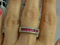 Серебряное кольцо с дорожкой рубинов и фианитами